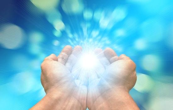 Ryhmäkaukohoito on energiahoito, jossa saat nauttia eri energioiden vaikutuksesta. Energiat auttavat sinua kohti tasapainoa ja rauhaa sekä avaavat sinua uudelle.